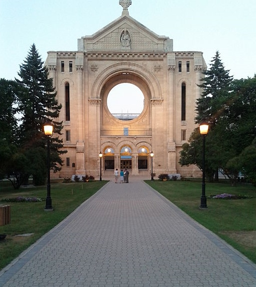 St. Boniface Cathedral by Stevfan [CC-BY-SA-3.0 (http://creativecommons.org/licenses/by-sa/3.0)]